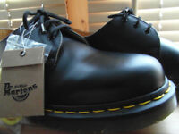 ***DR MARTENS 1461 SMOOTH BLACK LEATHER SHOES (Size 9 EU 43) BRAND NEW £55***