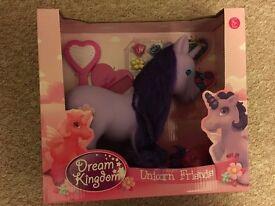 dream kingdom unicorn hair styling