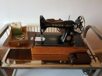 Vintagw Singer sewing machine in carry box, machine with motor and lamp