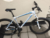 GIANT TALON Mountain Bike (Size large) in Nearly New Condition - Excellent Christmas Gift