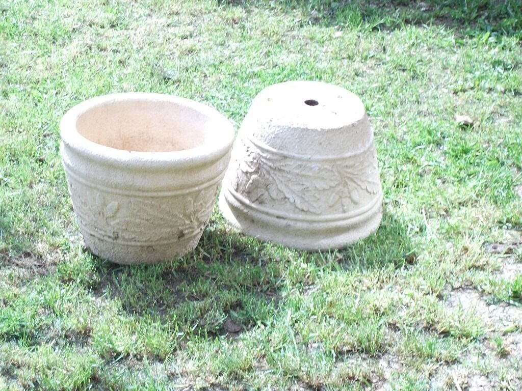 A BEAUTIFUL MATCHING PAIR OF YORK STONE POTS/PLANTERSin Hove, East SussexGumtree - A STUNNING PAIR OF MATCHING POTS /PLANTERS YORK STONE VERY HEAVY, SOLID AND FAIRLY LARGE THESE WERE BROUGHT AS A GIFT FOR SOMEONE BUT WERE THEN NO LONGER NEEDED COST A FAIR BIT BUT NEED TO CLEAR SOME JUNK SO SELLING AT LOW PRICE TO CLEAR QUICKLY!...