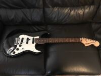 Squier by Fender Deluxe Hot Rail Stratocaster
