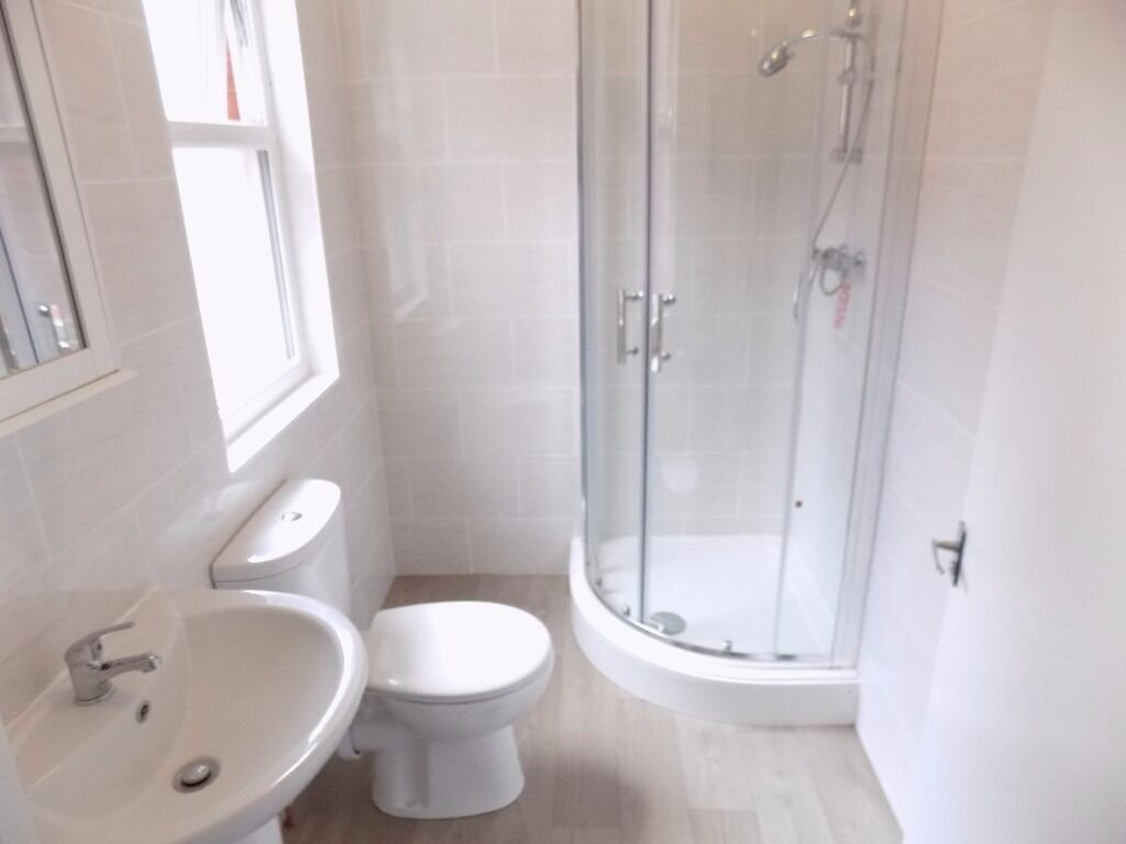 Luxury Self Contained Studio - Available Now - Located in the Town Centre - Available Now - No DSS
