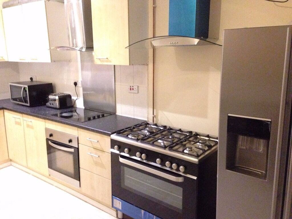 Stunning En-suite Rooms Close to City Centre---All Bill Included----Super Fast WIFI---No DSS----