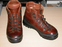 SCARPA ASOLO ATTACK ,MENS HILL WALKING BOOTS,SIZE 8 FULL RUBBER RAND,LIGHTLY USED