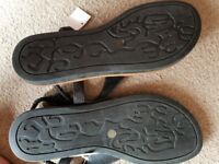 Brand new size 8 ladies sandals eee width