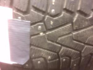 4 pneus d'hiver 225/65/17 Pirelle IceZero 35% d'usure, 7-9/32 de mesure.
