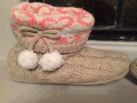 Beige wool house slippers