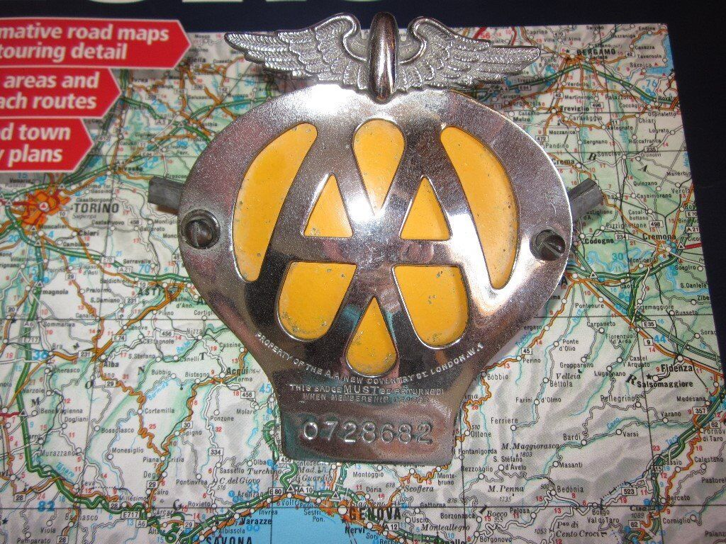 Vintage AA Automobile Association Classic Car Grill Badge, number 0728682