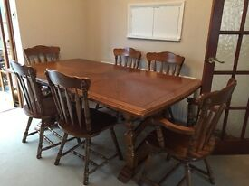 Extendable dining table with 6 chairs - oak