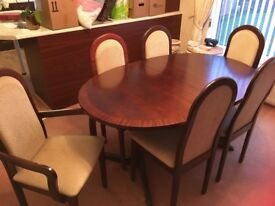 Mahogany extendable table with 4 chairs and 2 carvers