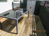 OUTDOOR TABLE GLASS PANELED TOP