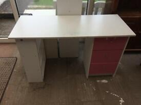 Free desk white and pink