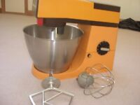 kenwood chef 901a in tangarine and chocolate trim(excellent ) s/steel bowl 2 whisks