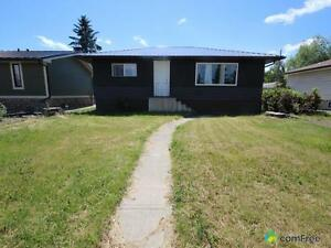 $379,000 - Bungalow for sale in Bowness
