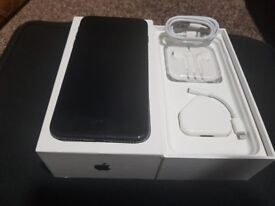 Black Apple Iphone 7 Plus 32GB Unlocked in Pristine condition with 3 Months Apple Waranty