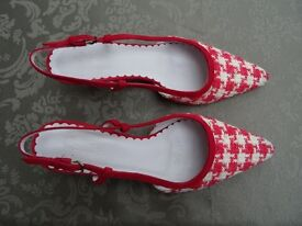 Boden dark raspberry pink dogtooth check fabric and suede kitten heel slingback shoes. Size 37