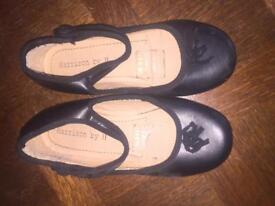 Girls black party shoes UK1