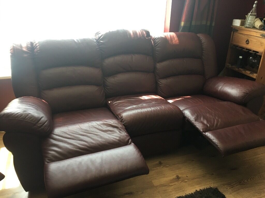 LEATHER RECLING 3 PIECE SUITE