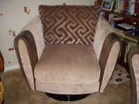 2 Armchairs & Matching 3 seater settee,