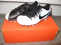 Nike - Youth Total 90 Shoot III Size 1 Brand New In Box