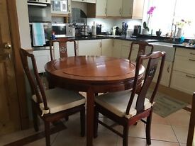 Rosewood table, with extension leaves, 6 chairs and 2 carvers