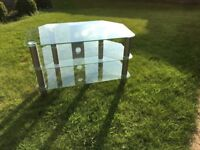 Glass TV stand, good condition with no scratches etc. 80cm x 45cm x 48(h)