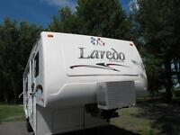 Roulotte fifth wheel Laredo de Keystone 28 pieds