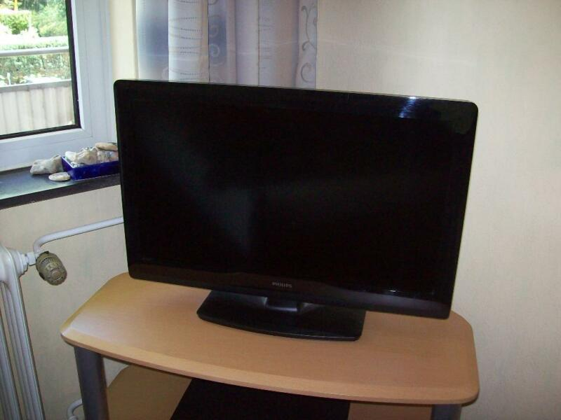 philips lcd fernseher 66cm 26 zoll in eimsb ttel. Black Bedroom Furniture Sets. Home Design Ideas