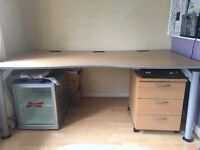 Full size computer/office desk with matching drawers