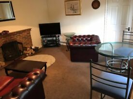 2 Large double bedrooms available immediately on quiet road.