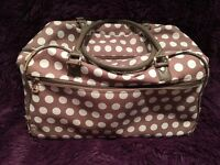 Spotty holdall with wheels and handle