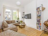 4 bedroom house in Evesham Road, London, N11