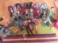 Monster high three storey dolls house 32 dolls and lots of extras