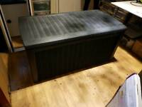 New outdoor storage box / seat