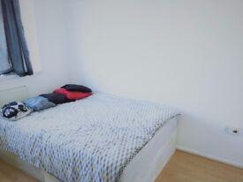 GREAT DOUBLE ROOM IN STEPNEY GREEN