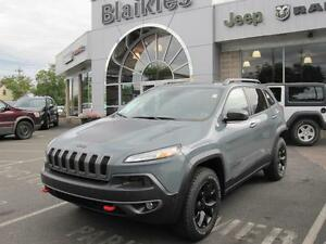 2015 Jeep Cherokee Trailhawk    4x4   HEATED SEATS   BACK UP CAM