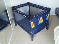 Hauck Dream & Play Winnie the Pooh folding travel cot