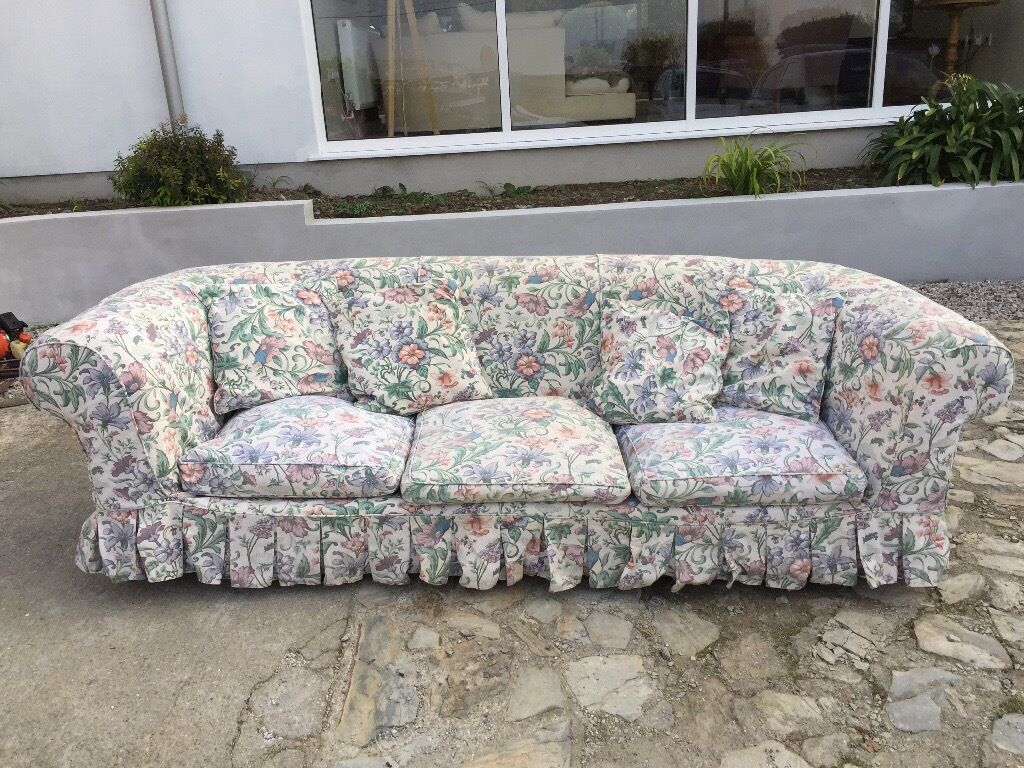 large 3 seater chesterfield sofa with 2 sets of loose covers in newquay cornwall gumtree. Black Bedroom Furniture Sets. Home Design Ideas