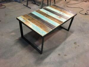 Table basse en bois recyclé - Style industriel