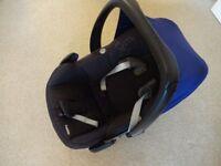 Black Maxi-Cosi Pebble Car Seat with Blue Sun Canopy