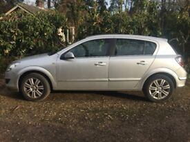 2009 Silver Vauxhall Astra Elite Model - Heated Seats, Auto Lights, AUX - Great Condition