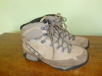 AKU Gore-Tex walking boots for sale. Size 5 UK