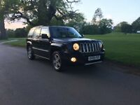 2009 JEEP PATRIOT 2.4S BLACK FULL HEATED LEATHER SEATS PARKING SENSORS TOW BAR - LOW MILEAGE