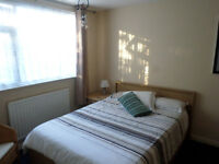 FURNISHED DOUBLE ROOM TO RENT IN HORSHAM FOR SINGLE PERSON IDEAL FOR TRAIN STATION & TOWN CENTRE
