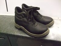 Mens Chukka safety work boots size 7 Brand new