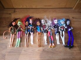 monster high bundle 1 as seen collect Stonehaven, might be able to meet beach area on Sat morning