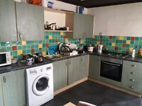 A DOUBLE ROOM TO RENT IN EMERALD STREET £300 - DSS ACCEPTED WITH REFERENCES !