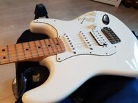 Fender Stratocaster - Mexican HSS - Arctic White Maple