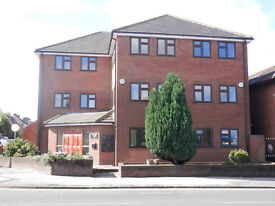 Modern 1 bed apartment with parking, gas central heating & white goods close to Woodside and Amazon
